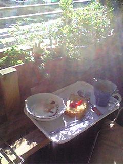 ベランダで朝食を