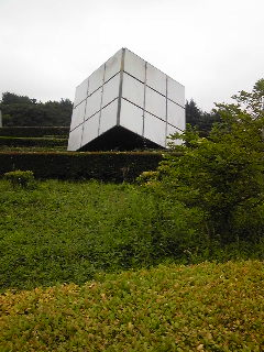 巨大なルービックキューブ