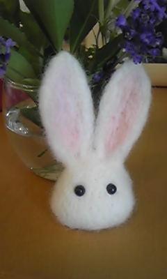 羊毛フェルトで作ったウサギ